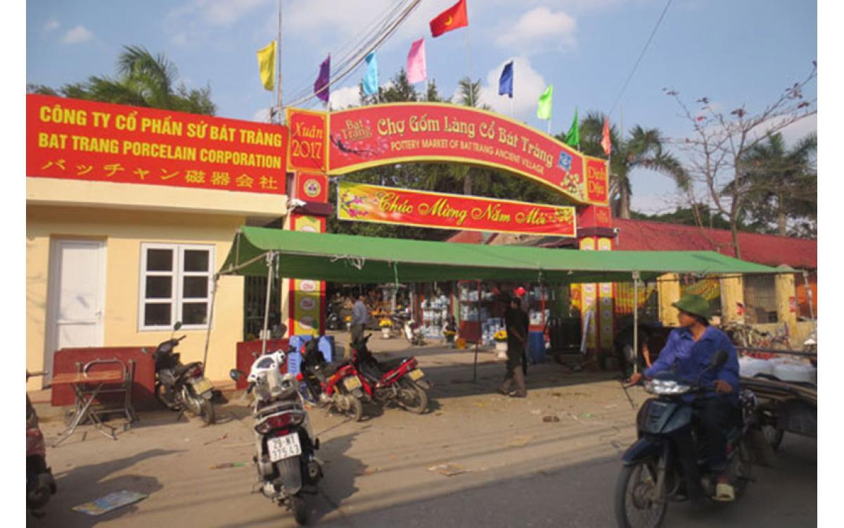 Vì sao chợ làng gốm Bát Tràng đóng cửa?
